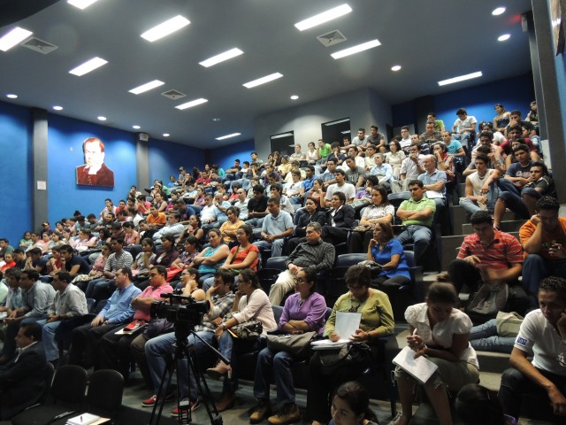Lecture on clean energy options at the National Engineering University (UNI) in Mangaua, Nicaragua