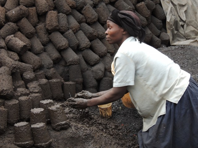Making charcoal and mud fuel blocks in Kibera, Kenya